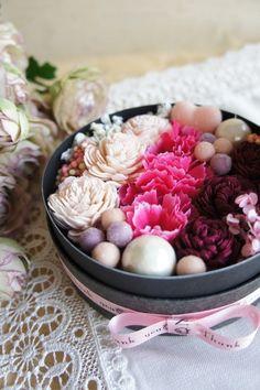 (再々々販)プチギフトにピッタリ♪フラワーアレンジBOX Clay Flowers, Bouquet Flowers, Hipster Wedding, Sweet Box, Flowers For You, How To Preserve Flowers, Flower Quotes, My Flower, Flower Decorations