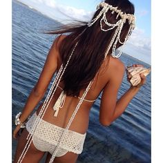 WEBSTA @ thenakedtiger - The most amazing shell headpiece @andi_bagus ❤️❤️ WOW worn by the beautiful @naomi_newhouse