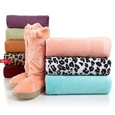 Concierge Collection Soft and Cozy Throw and Sock Set LEOPARD   ConciergeCollection  Modern Periwinkle Blue 04a2bf35d