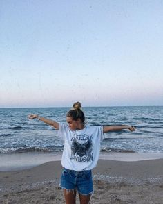 How to Take Good Beach Photos Beach Pictures, Cute Pictures, Tumblr Summer Pictures, Summer Vibes, Selfie Foto, Ft Tumblr, Beach Tumblr, Summer Outfits, Cute Outfits