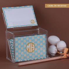 Decore sua cozinha! A Recipe Box fica um charme com seu monograma. Compre online e receba em casa  #cozinha #receitas #fichas #decore #inove #paperview_papelaria