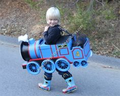 Be the conductor of your DIY costume this Halloween with these awesome Thomas and Friends costumes. Create your best homemade costume from tutorials here. Homemade Halloween Costumes, Halloween Kostüm, Holidays Halloween, Friend Costumes, Boy Costumes, Costume Ideas, Thomas The Train Costume, Cardboard Train, Super Hero Costumes