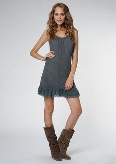Santa Barbara  Woman Solana Dark Gray Dress    83,90 лв.  36,90 лв.    Santa Barbara  Код на продукта:  72212031047-NAVY    Описание на продукта:  Елегантна тъмносива рокля, изработена с:  - широко деколте  - нежни презрамки  - дантела по ръбовете.    Състав:  75% вискоза, 25% полиестер