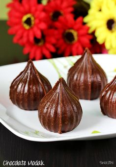 Chocolate modak recipe - Delicious, rich modaks made with milk solids, sugar and cocoa. These will be a great treat to kids during Ganesh chaturthi Indian Beef Recipes, Indian Dessert Recipes, Indian Sweets, Sweets Recipes, Modak Recipe, Delicious Desserts, Yummy Food, Tasty Vegetarian Recipes, Edible Food