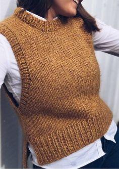 Chunky Knitting Patterns, Knitting Stitches, Knit Patterns, Hand Knitting, Knitwear Fashion, Knit Fashion, Knit Vest Pattern, Vest Outfits, Fall Fashion Outfits