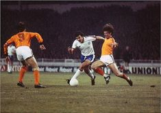 England 0 Holland 2 in Feb 1977 at Wembley. Action with Johan Cruyff, Trevor Brooking and Ruud Krol in the Friendly. Holland Cities, Visit Holland, Team Wallpaper, Football Wallpaper, Trevor Brooking, Holland Beach, England Football, Team Player, Coming Home