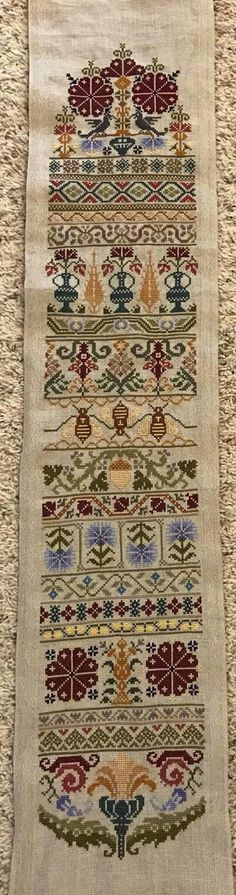 slimmer version - Cross Stitch Designs, Cross Stitch Patterns, Embroidery Patterns, Quilt Patterns, Cross Stitching, Primitive, Needlework, Bohemian Rug, Bee
