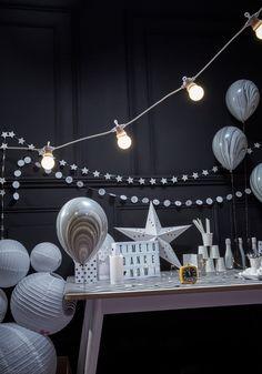 Ballon marbrés gris et blanc guirlandes papier blanc et argent
