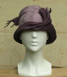 felted hat by Pam de Groot. Felt Hat, Wool Felt, Love Hat, Cool Hats, Nuno Felting, Hat Pins, Bandeau, Hat Making, Cowls