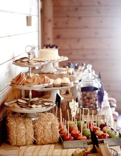 lots of food buffet ideas for parties / entertaining