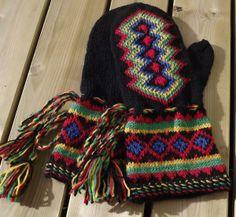 Lapin lapaset #Saami mittens Fingerless Mittens, Mitten Gloves, Scandinavian Pattern, Mittens Pattern, Wrist Warmers, Nordic Style, Beautiful Patterns, Needlework, Socks
