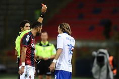the referee shows a red card to Edgar Barreto # 8 of UC Sampdoria  during the Serie A match between Bologna FC and UC Sampdoria at Stadio Renato Dall'Ara on September 21, 2016 in Bologna, Italy.