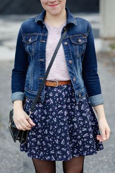 floral mini skirt with a pink tee and denim jacket and black tights floraler Minirock mit rosa T-Shirt und Jeansjacke sowie schwarzer Strumpfhose Skirt Outfits, Casual Outfits, Cute Outfits, Tights Outfit, Denim Outfit, Gold Outfit, Rosa T Shirt, Street Style Vintage, Look Fashion