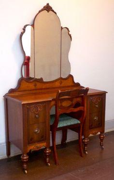 vanity and chair - Bing images Furniture Vanity, Funky Furniture, Classic Furniture, Furniture Styles, Unique Furniture, Vintage Furniture, Painted Furniture, Furniture Design, Rustic Furniture