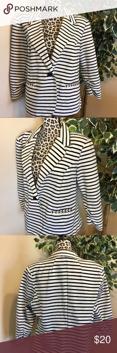 """🔥SALE🔥 Christian Siriano New York Striped Blazer Beautiful Blazer That Can Go With Anything In Your Work Wardrobe!!! Gently Pre Loved Condition. Size XXL. Approx 22"""" Flat From Pit To Pit And Approx 24 3/4"""" Inches From Top To Bottom. Christian Siriano Jackets & Coats Blazers"""