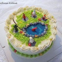 Muumikakkua mansikka-mascarponetäytteellä.   #muumi #muumikakku #leivonta #synttärikakku #täytekakku #mansikkakakku #kakku #moomin #moomincake #cakestragram #instacake #cakes #cakeicing #instabake #strawberrycake #birthdaycake #baking