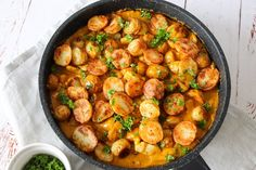 Chicken And Potatoes In Whiskey Sauce - Delicious Dinner Whiskey Sauce, Danish Food, First Kitchen, Chicken Recipes, Curry, Brunch, Potatoes, Dinner, Vegetables