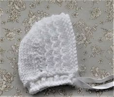Ravelry: Elspeth Baby Bonnet pattern by marianna mel Knitting For Charity, Baby Hats Knitting, Knitting Stitches, Knitted Hats, Knitting Patterns, Baby Bonnet Pattern, Crochet Patterns For Beginners, Hobbies And Crafts, Mittens