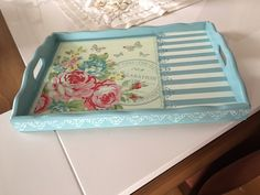Ahşap tepsi Decoupage Vintage, Decoupage Art, Frame Tray, Painted Trays, Chalk Paint Furniture, Home Decor Furniture, Shops, Tray Decor, Wood Crates