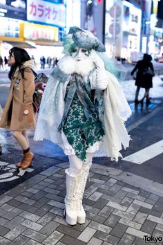 Japanese Shironuri Artist Minori in Green