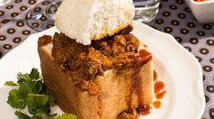 One Hearty Curry Recipe, Out of South Africa - Durban's Bunny Chow - Men's Journal Approved by Charmaine South African Recipes, Indian Food Recipes, Africa Recipes, Vegan Fruit Cake, Foods For Abs, Lamb Dinner, Best Street Food, Savoury Baking, Tasty