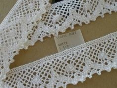 """Pretty /& Dainty 22mm//7//8/"""" White /& Baby Pink Edging Lace.Sewing//Crafts//Bridal."""