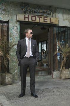 Daniel Craig, the best James Bond since Sean Connery. Daniel Craig James Bond, Craig Bond, Daniel Craig Suit, Rachel Weisz, Style James Bond, Marc Forster, Tom Ford Suit, Daniel Graig, Service Secret