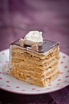 The most popular and most often requested cake in our family. Markiza cake consists of thin shortbread cake layers, topped with meringue & walnuts, then layered with dulce de leche filling. Russian Cakes, Russian Desserts, Russian Recipes, No Bake Desserts, Just Desserts, Delicious Desserts, Yummy Food, Baking Desserts, Delicious Dishes
