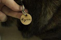 Pet ID Tags gemaakt van hout Pet Id Tags, Etsy, Rings, Vintage, Ring, Jewelry Rings, Vintage Comics