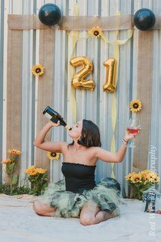 Birthday Cake Smash, Birthday Cake Girls, 21 Birthday, Birthday Stuff, 21st Bday Ideas, Birthday Ideas, 21st Birthday Presents, 21st Party, Graduation Photoshoot