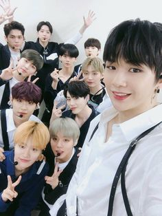 Wanna one selfie😘😍😙 Jaehwan Wanna One, One Twitter, Jung Hyun, Jung Kook, You Are My World, Guan Lin, Photo Grouping, Produce 101 Season 2, Ong Seongwoo