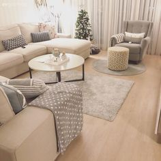 Soft color transitions natural and intimate decor . A very pleasant home. Home Furniture, Outdoor Furniture Sets, Small Lounge, Salon Design, White Rooms, Style At Home, Soft Colors, Home Furnishings, Family Room