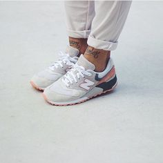 "These @newbalance 999 ""Cherry Blossom"" are easily one of the best colourways to grace the model and were a massive hit with the ladies (...and some of the men)  We know @ninpoi is a big fan so here's her rocking a pair from the pack.  #nbgallery #nbgallery999 #newbalance #cherryblossom #cherryblossompack by newbalance_gallery"