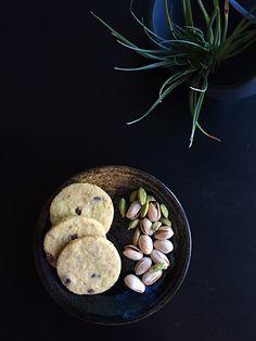 Pistachio Vanilla Cardamom Shortbread Cookies with Dark Chocolate Chips. Shelled, Stuffed Shells, Dark Chocolate Chips, Shortbread Cookies, Pistachio, Sausage, Vanilla, Baking, Vegetables