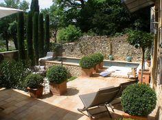 Le jardin, au calme et au soleil.