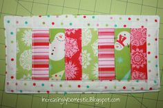 Holiday Mug Rug - A great Christmas sewing craft. Make one for your favorite coffee drinker. Christmas Mug Rugs, Christmas Patchwork, Christmas Quilt Patterns, Christmas Sewing, Christmas Quilting, Christmas Ideas, Small Quilts, Mini Quilts, Quilting Projects