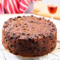 No soaking needed - this really is our easiest-ever Christmas Cake recipe. Simply boil and bake! No soaking needed. It really is our easiest-ever Christmas Cake recipe! Xmas Food, Christmas Cooking, Easy Cake Recipes, Sweet Recipes, Easy Fruit Cake Recipe, Family Recipes, Christmas Recipes, Holiday Recipes, Best Christmas Cake Recipe