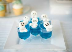 Aren't these Snowgies from Frozen Fever sooo cute? We made these for Myla's Frozen-themed birthday party using marshmallows and sat them atop some @jello ! Check out more pics from Myla's party on the blog! #frozen #snowgies #marshmallow #jello by allaboutami You can follow me at @JayneKitsch