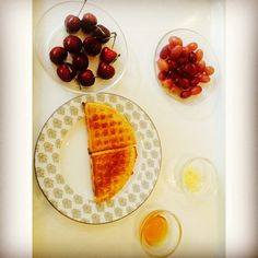Feels like a Sunday In London.. #foodie #kolkata #homemadewaffle #organichoney