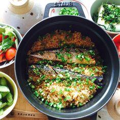 新米が収穫され、ご飯がおいしい秋がやってきました。そして、秋にとれる作物や魚などは、おいしいものがいっぱいです。そこで、秋が旬の食材を使った炊き込みご飯のレシピをご紹介します。