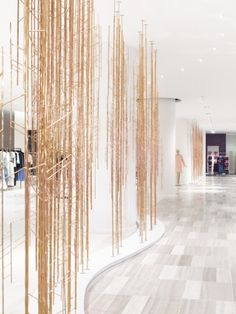 TORONTO – Unitfive Design plants a metallic woodland inside Saks Fifth Avenue http://www.frameweb.com/news/unitfive-design-plants-a-metallic-woodland-inside-saks-fifth-avenue