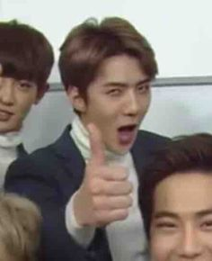 """guardians-of-exo: """"Rewatching Busted and it's honestly such a good show! Meme Pictures, Reaction Pictures, Meme Faces, Funny Faces, Exo Memes Funny, Exo Stickers, Sehun Cute, Hunhan, Baekhyun"""