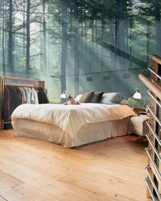 This is beautiful. A room of glass. I would love to wake up here every morning. So simple