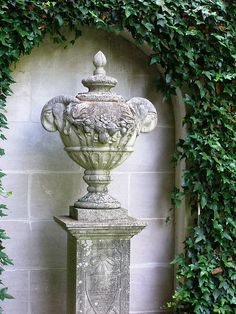 covered urn...I would like something like this for my parents' ashes to place within the garden.....b