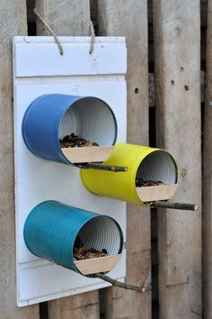 Pin by Katharina Wache on Vögel im winter Tin Can Crafts, Diy Home Crafts, Garden Crafts, Garden Projects, Bird Feeder Craft, Bird House Feeder, Garderobe Design, Tin Can Art, Homemade Bird Feeders
