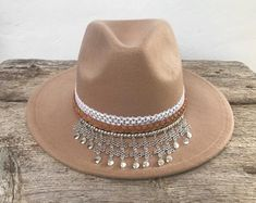 Look Boho Chic, Bohemian Chic Fashion, Ibiza Fashion, Western Hats, Cowboy Hats, African Hats, Painted Hats, Boho Hat, Sun Hats For Women