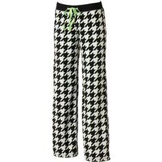 SO® Fleece Pajama Pants - Juniors (23 BRL) ❤ liked on Polyvore featuring intimates, sleepwear, pajamas, sleep, white houndstooth, houndstooth pajamas, white pajamas, fleece pyjamas, fleece pjs and fleece pajamas