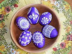 Velikonoční kraslice - fialová 3 / Zboží prodejce Lennka.H | Fler.cz Eastern Eggs, Polish Easter, Easter Egg Pattern, Egg Tree, Easter Egg Designs, Easter Colors, Egg Decorating, Dot Painting, Line Design