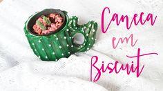 Caneca de cacto, personalizada em biscuit. Um presente lindo para alguém especial! DIY usando biscuit, fácil e barato. Aprenda a usar biscuit nesse post. Caneca de unicórnio e de cacto que podem ser usadas como vaso para plantas e suculentas.