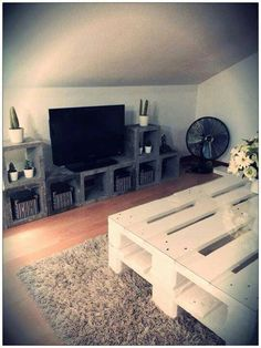 Table et meuble tv en matériaux usine Pallet Boxes, Wood Spool, Diy Tv Stand, Vestibule, Decoration Design, Wood Pallets, Sweet Home, Indoor, Living Room